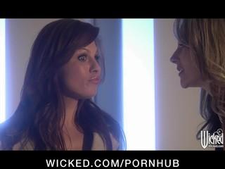 Gorgeous blonde slut finger-fucks brunette girlfriend s wet puss