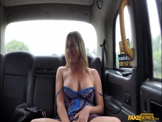 Bigtits Milf Summer Rose flash her tits and fucks the taxi driver outdoor