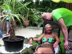 Deutsche Mutter Fickt Mit Stief-sohn Auf Der Gartenparty