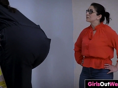 Horny Ladies Give Rimjobs And Cunnilingus