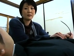Chubby Japanese Milf Gives Blowjob