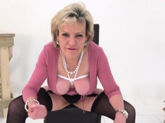 Unfaithful English Milf Lady Sonia Presents Her Massi86ryk