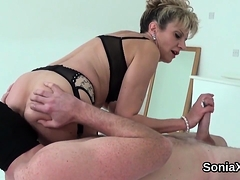 Adulterous English Milf Lady Sonia Displays Her Monst89dok